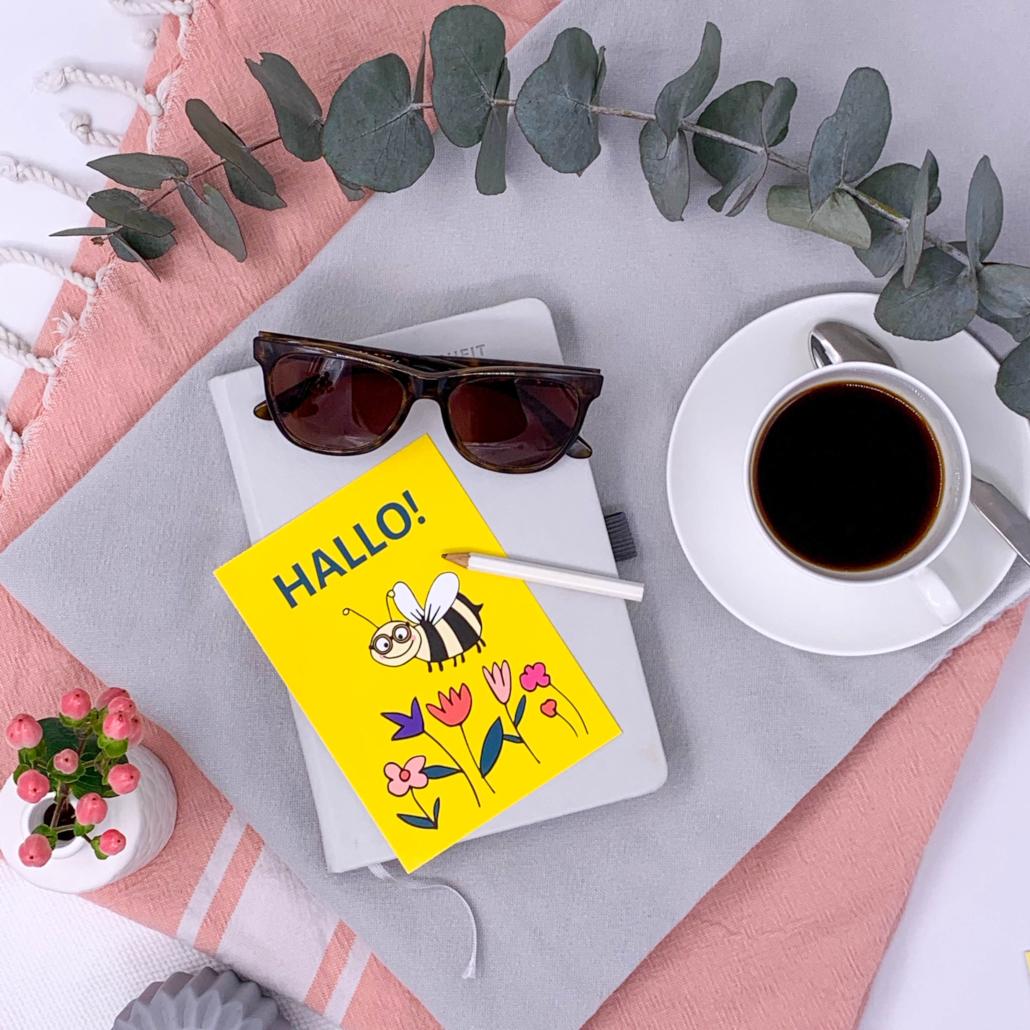 Postkarte Hallo by Mamadoc